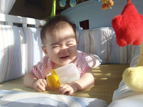 Nên tắm nắng cho trẻ sơ sinh lúc mấy giờ?