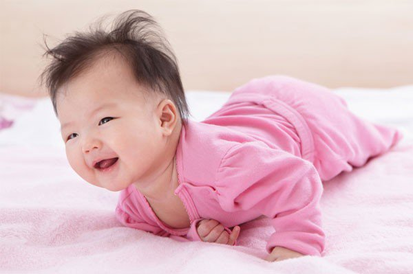 Trẻ sơ sinh 10 tuần tuổi