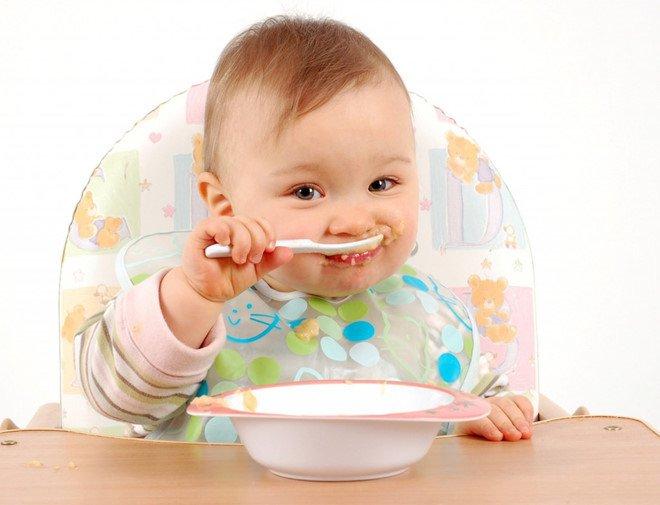 Trẻ 10 tháng tuổi biết làm những gì?