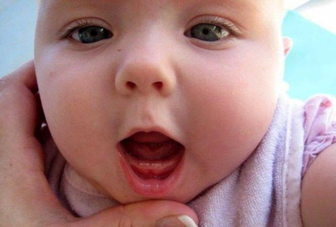 Bé 9 tháng tuổi vẫn chưa mọc răng