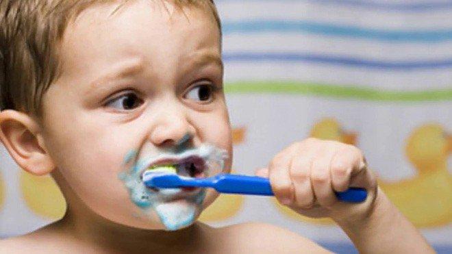 Trẻ bị viêm lợi và sốt
