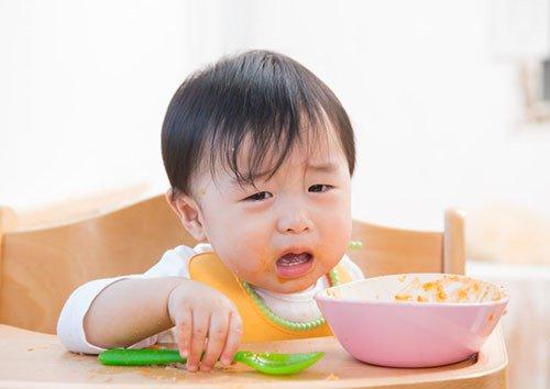 Ép trẻ ăn chỉ khiến tình trạng biếng ăn ở trẻ trở nên tồi tệ