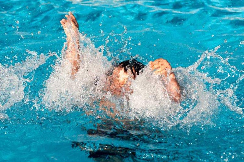 Chuột rút khi bơi