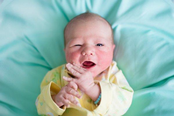 Sự phát triển của trẻ sơ sinh 1 tuần tuổi