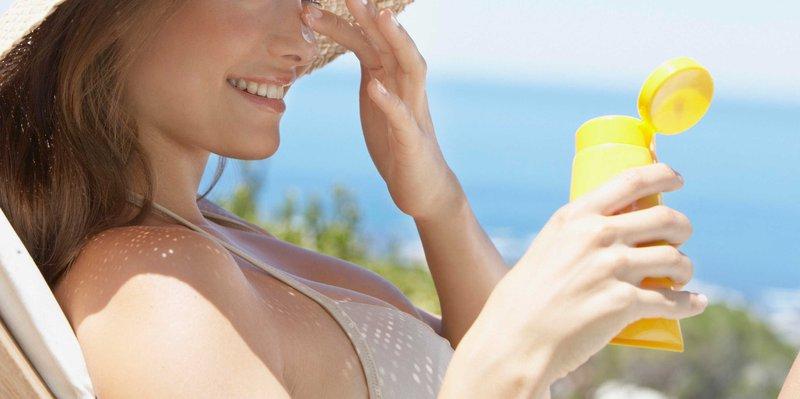 Bảo vệ da khỏi tác động tiêu cực của tia cực tím