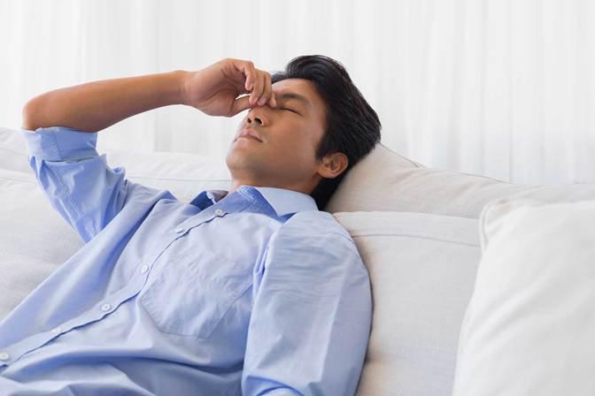 Người mắc viêm khớp phản ứng sẽ luôn cảm thấy đau nhức khó chịu, ăn không ngon ngủ không yên