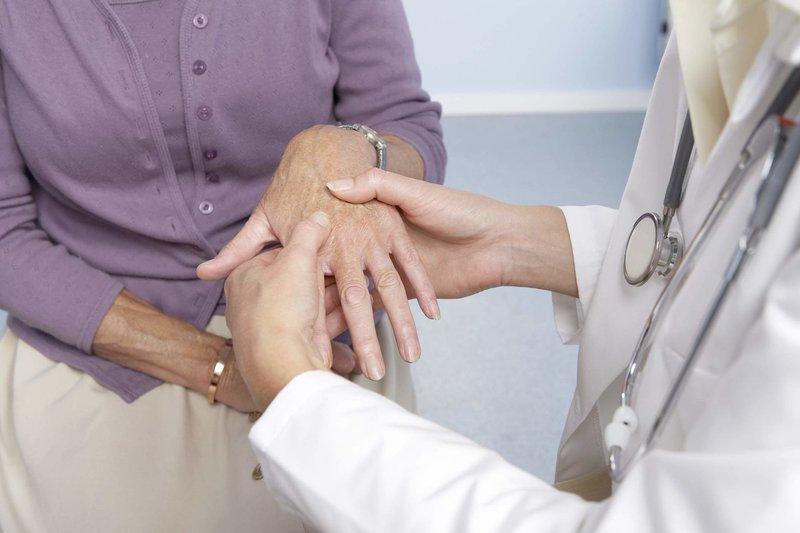 Nguyên nhân, triệu chứng của bệnh viêm đa khớp