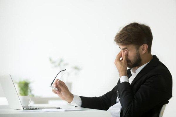 Dùng máy tính nhiều gây nhức mỏi mắt?