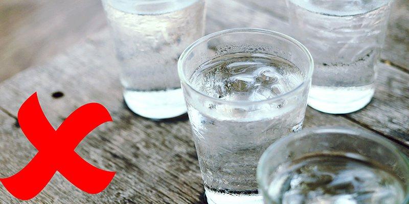 Viêm họng không nên uống nước đá lạnh