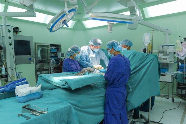 Mổ thoát vị rốn - thành bụng cho bệnh nhân nhi tại Bệnh viên Đa khoa Quốc tế Vinmec