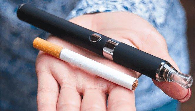 Hút thuốc lá điện tử