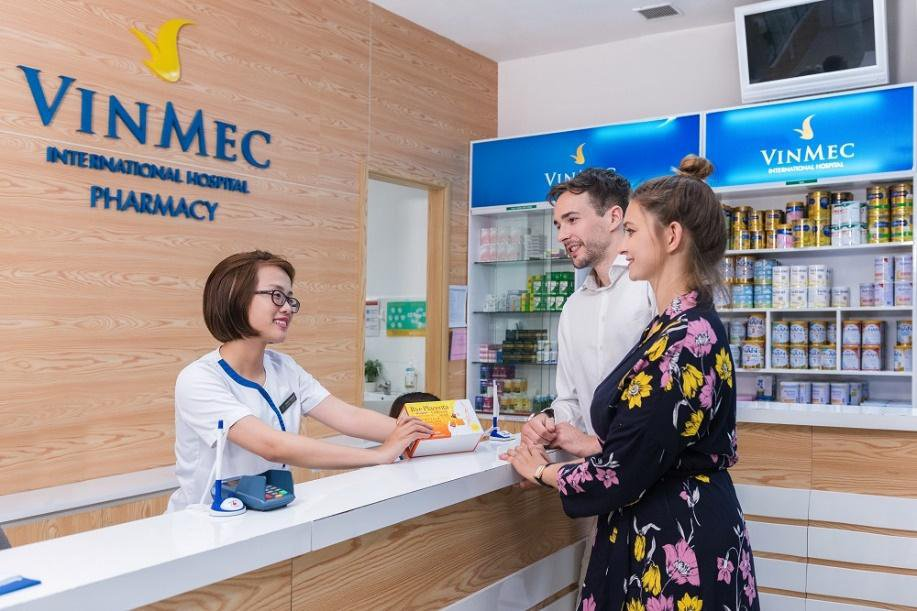 Dược sĩ tư vấn sử dụng thuốc tại Nhà thuốc