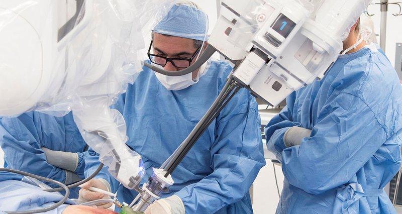 Phẫu thuật u nang buồng trứng bằng cánh tay robot