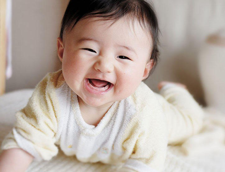 trẻ em từ 1-12  tháng tuổi phát triển như thế nào