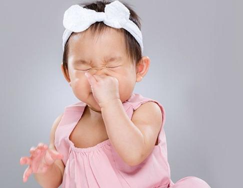 Bé thường xuyên bị nghẹt mũi, phải làm sao? | Vinmec