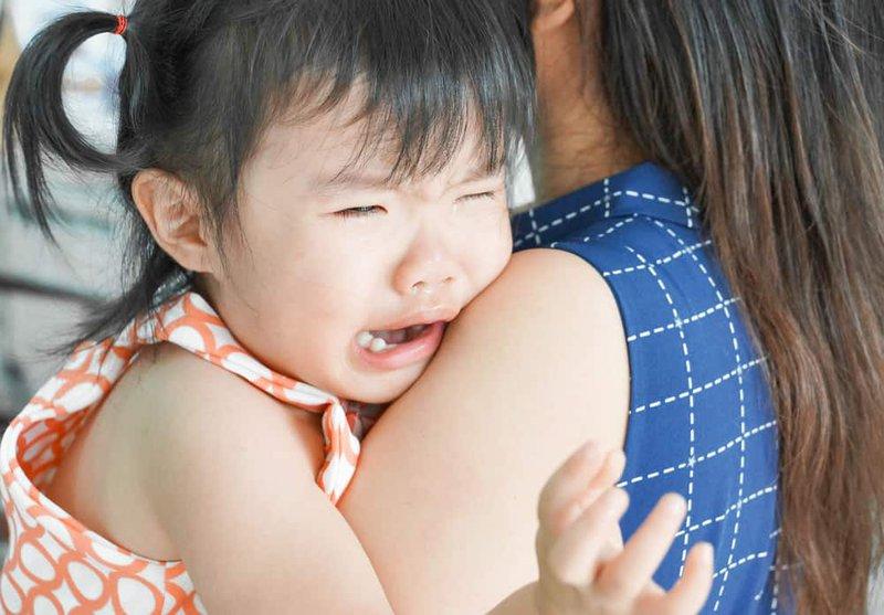 Cảnh giác rối loạn lo âu chia ly ở trẻ nhỏ