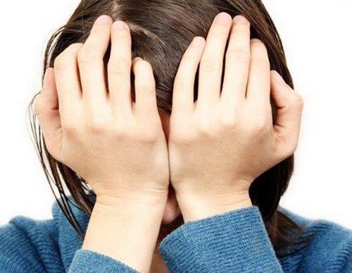 Đau đầu do căng thẳng stress kéo dài