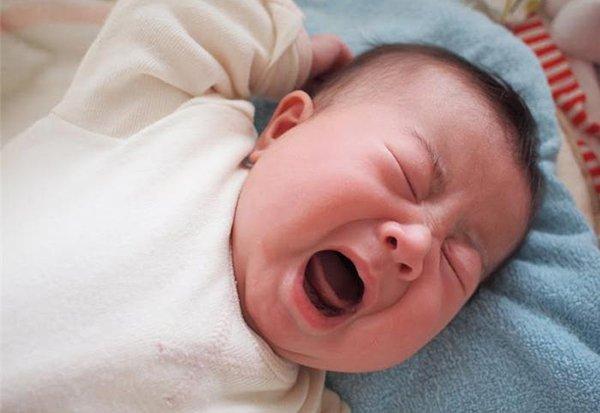 Nanh sữa ở trẻ sơ sinh có cần nhổ bỏ?