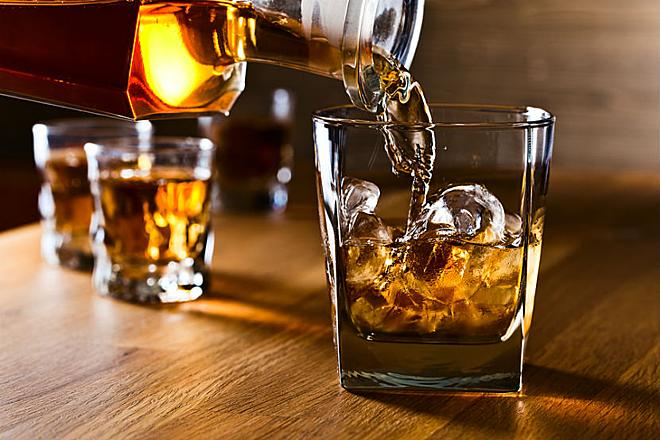 Các dấu hiệu nghiện rượu và cách xử trí | Vinmec