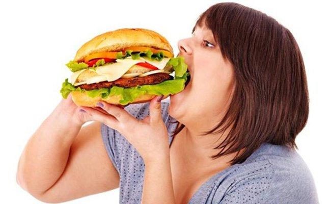 Gan nhiễm mỡ có thể do chất béo có trong thức ăn