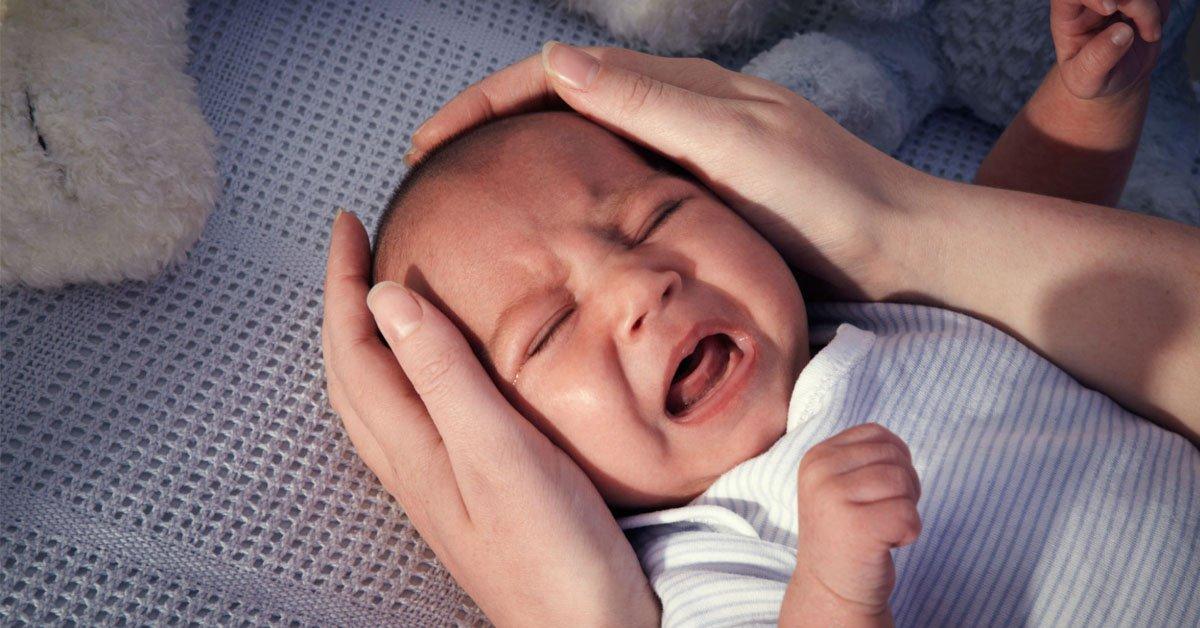 Làm thế nào khi bé hay thức đêm ngủ ngày?