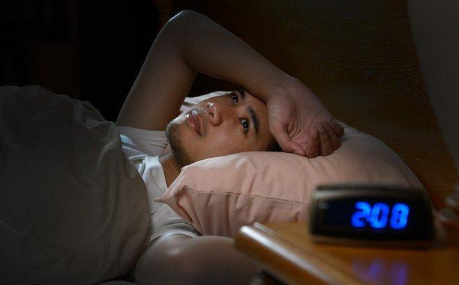 Tại sao mất ngủ lại tăng cân