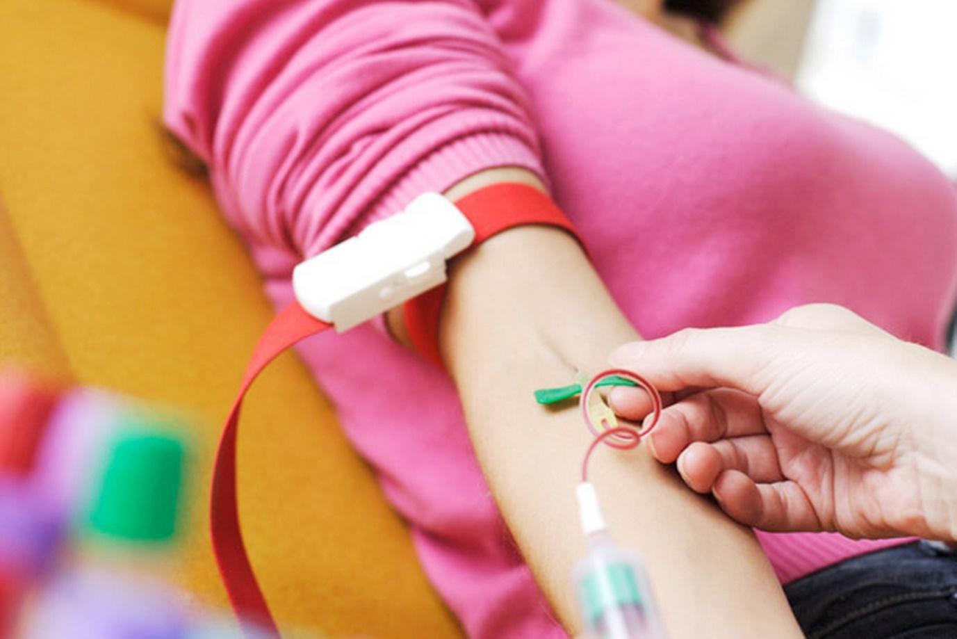 Lấy máu xét nghiệm