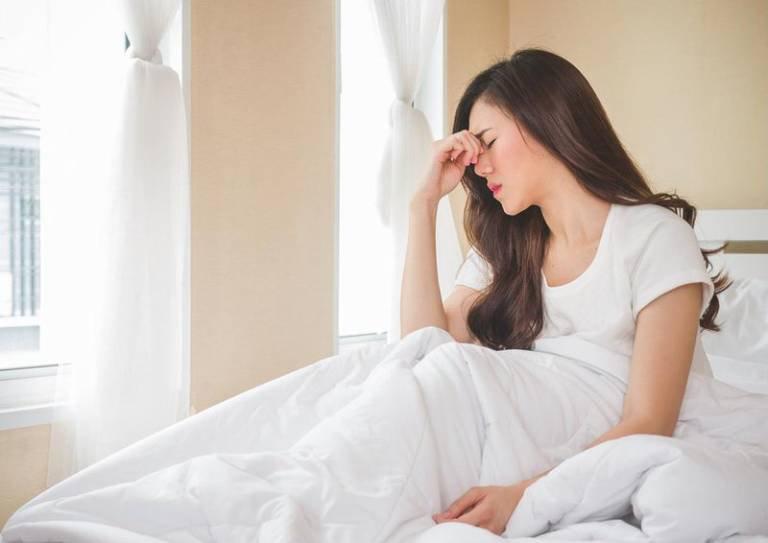 Lý do khiến bạn chóng mặt khi ngủ dậy