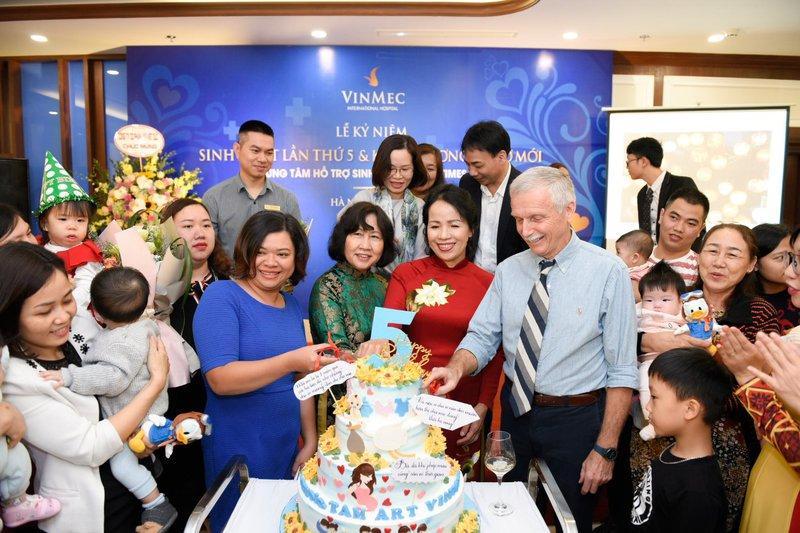Kỷ niệm 5 năm Trung tâm hỗ trợ sinh sản Vinmec