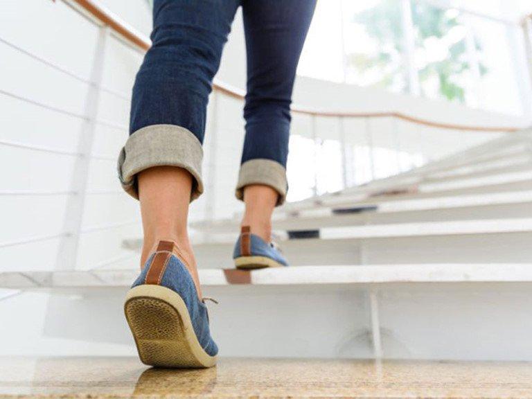 ĐI cầu thang bộ