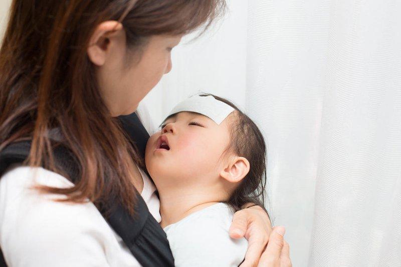 Trẻ sốt cao co giật