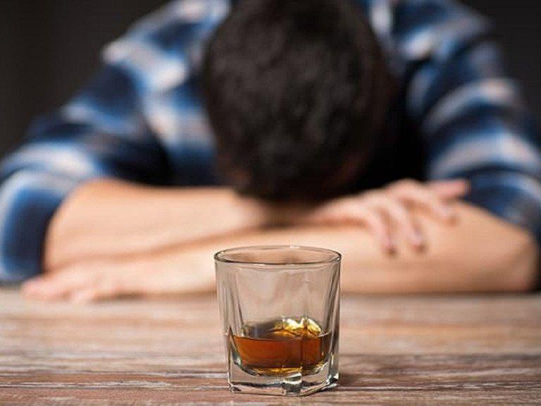 Tình trạng uống rượu nhức đầu