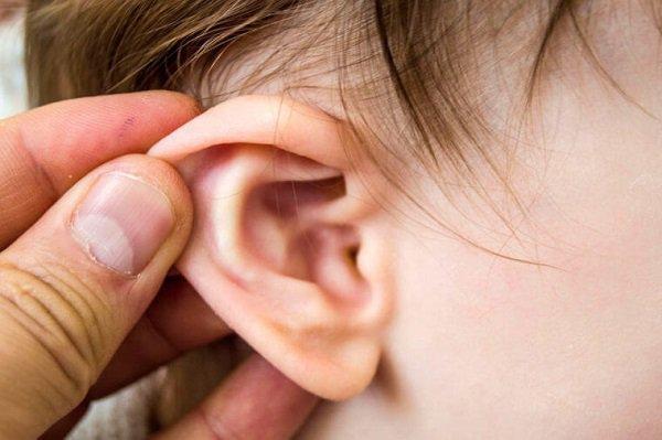 Trẻ viêm tai giữa