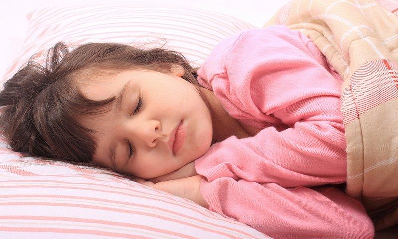 Trẻ thở khò khè khi ngủ