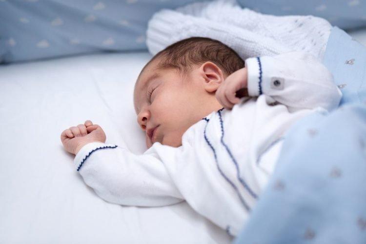 Trẻ giật mình khi ngủ