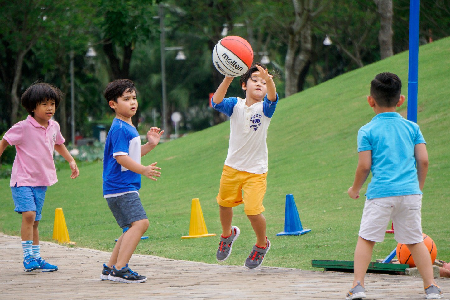 Trẻ nhỏ cần vui chơi