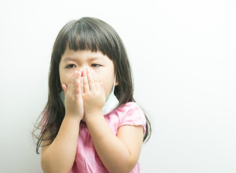 Tre ho chảy nước mũi, uống thuốc không đỡ phải làm gì?