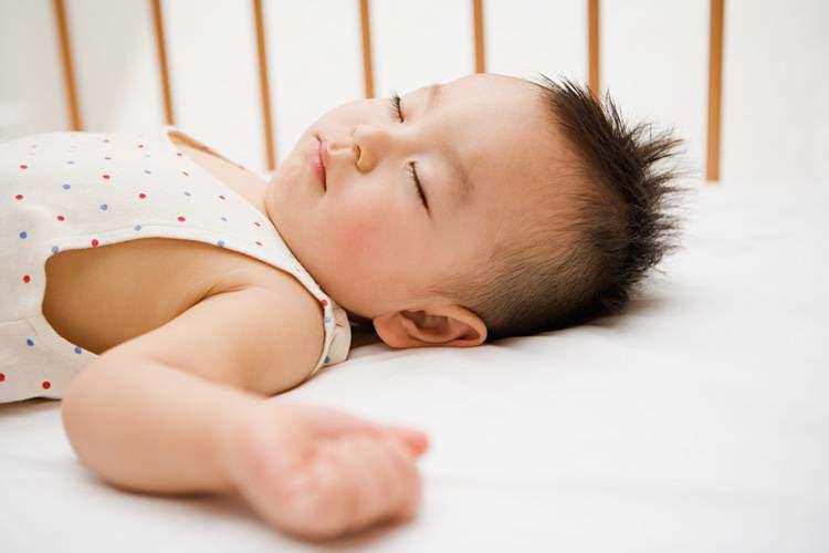 Trẻ bị viêm amidan, ra mồ hôi đầu nhiều phải làm sao