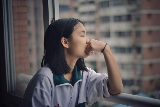 Lo lắng, mất ngủ, buồn vô cớ có phải triệu chứng trầm cảm? | Vinmec
