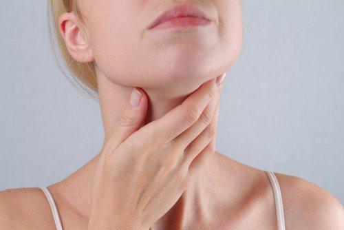 Đau răng hàm kéo theo nổi hạch dưới cằm có đáng lo?