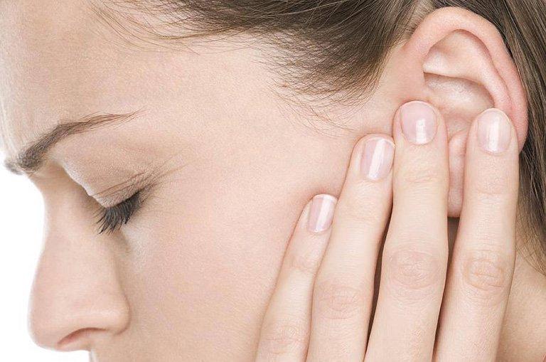 Bị viêm tai giữa kèm theo đau nửa đầu phải làm sao?