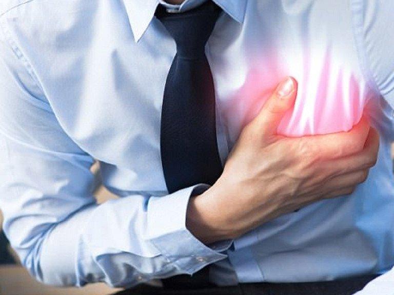 Tim đập nhanh, đau thắt ngực trái có phải dấu hiệu cơn đau tim