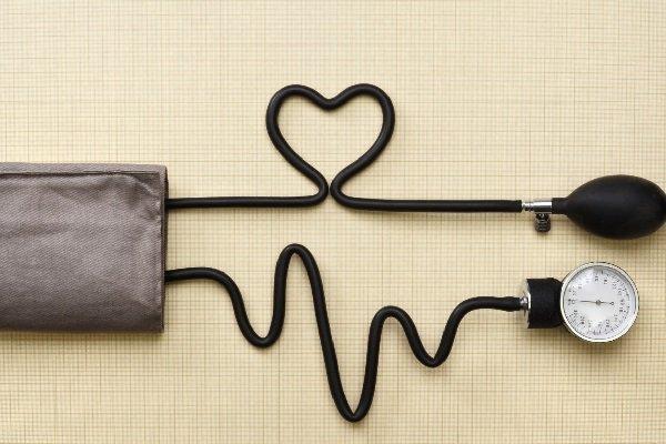 Băng huyết sau sinh dẫn tới huyết áp thấp phải làm sao