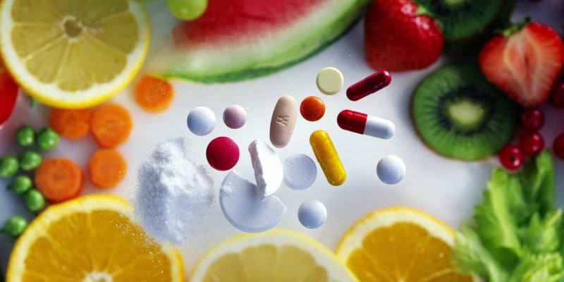 Uống thuốc nước cam hoa quả