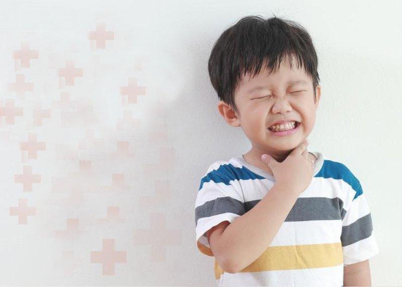 Trẻ đau họng,