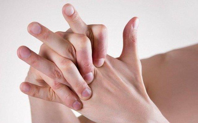 Sưng mạch máu ngón tay