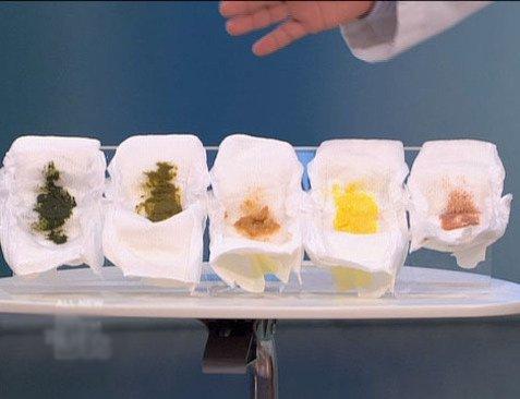 Trẻ sơ sinh đi ngoài sủi bọt, phân vàng, ngày 3 - 4 lần có phải là tiêu chảy không?