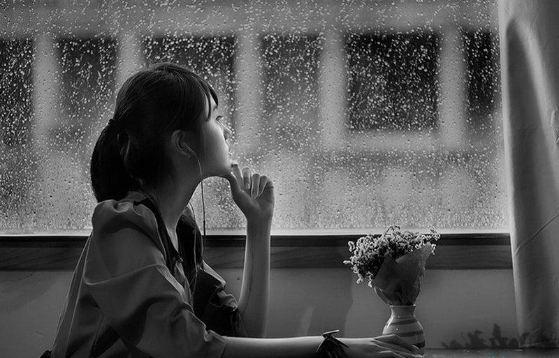 Suy nghĩ tiêu cực, nói chuyện một mình là dấu hiệu của bệnh gì?