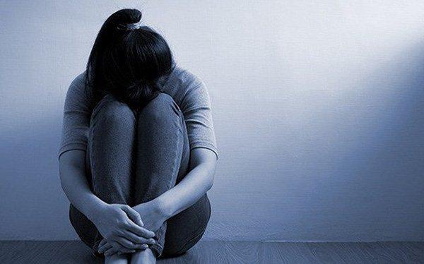 Thích ngồi một mình, có suy nghĩ tự tử là triệu chứng của bệnh gì?