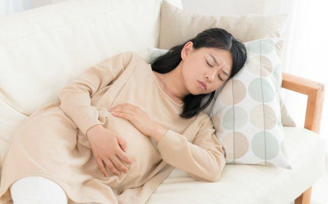 Bà bầu bị ho kèm đau thắt ngực, bụng có ảnh hưởng đến thai nhi không?